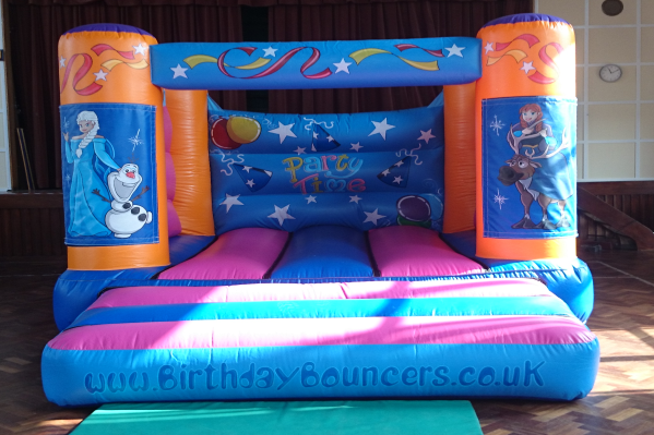 Frozen Bouncy Castle large 1